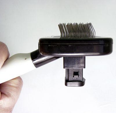 Trixie Pflegebürste 9x16 cm mit Reinigungsfunktion